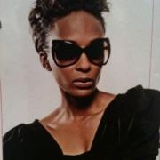 Model eyewear Lindi Suttle